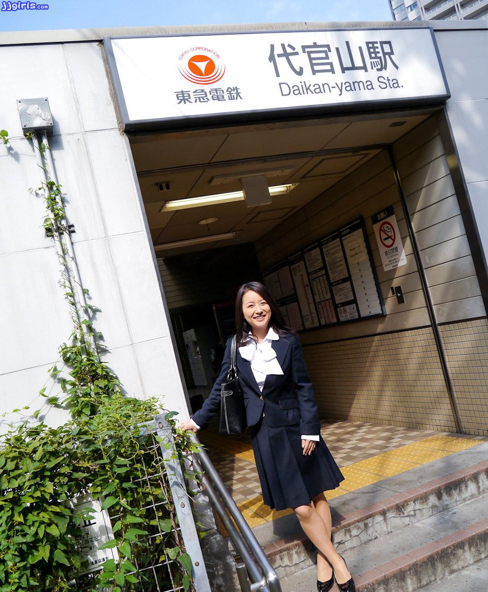 ayumi-iwasa-pics-1-gallery